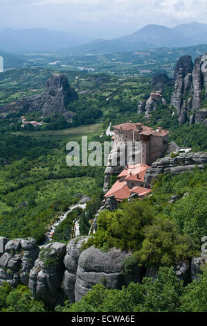 C'est un monastère situé très beauté - sur le haut du rocher.