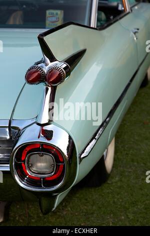 Les ailettes et le bouclier arrière de Cadillac vintage Banque D'Images