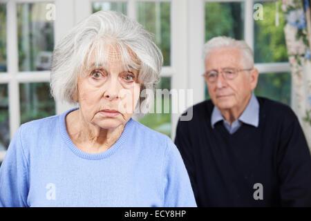 Couple malheureux ensemble, à la maison Banque D'Images