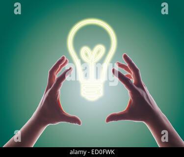 Les mains pour atteindre l'image généré numériquement de l'ampoule Banque D'Images