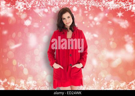 Image composite de portrait de belle brune en robe rouge et enduire Banque D'Images
