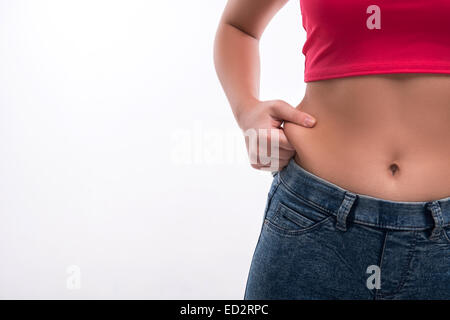Close-up of woman's taille pincement gras excessif sur zone blanche Banque D'Images