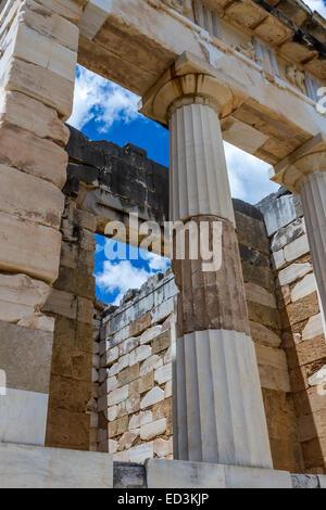 Le temple du Trésor athénien, à Delphes, Grèce. Banque D'Images