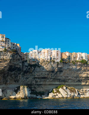 Vieille ville sur les falaises de craie, Bonifacio, Corse, France Banque D'Images