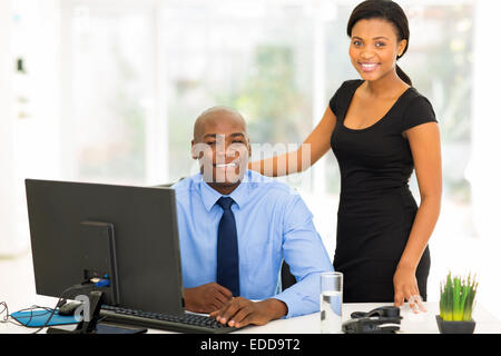 Portrait of happy young African business executive in modern office Banque D'Images