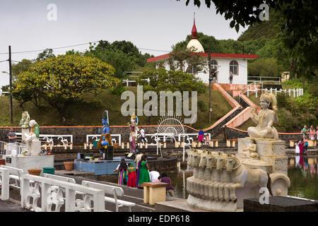 L'Ile Maurice, Grand Bassin, lac sacré Ganga Talao, temple statues hindoues sur la rive Banque D'Images