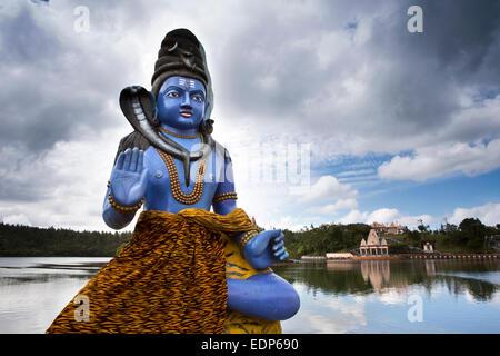 L'Ile Maurice, Grand Bassin, Ganga Talao temple, statue de Shiva à côté du lac sacré Banque D'Images