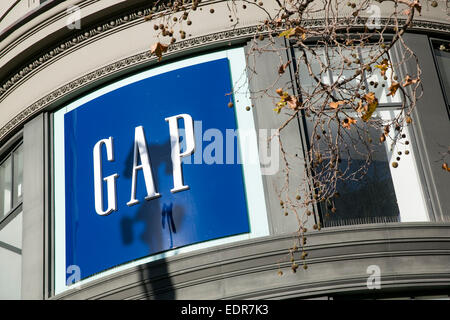 Un magasin de vente au détail de vêtements Gap dans le centre-ville de San Francisco, en Californie. Banque D'Images