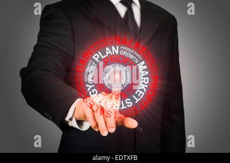 Businessman en cliquant sur une cible d'affaires Banque D'Images