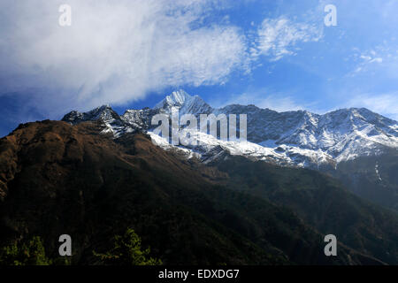 Montagnes enneigées Thamsherku, sur le camp de base de l'Everest trek, Site du patrimoine mondial de l'UNESCO, le parc national de Sagarmatha, Solu-Khumb