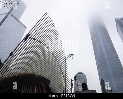 Centre de transport et le World Trade Center Tower. La canopée de la plaque tournante du transport, l'Oculus, en Banque D'Images