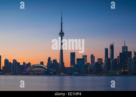 Vue sur les toits de la ville et de la Tour CN, Toronto, Ontario, Canada, Amérique du Nord