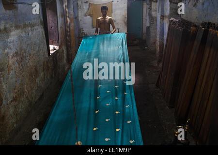 Sari saree (tissage) usine de textile à Varanasi, Inde. Banque D'Images
