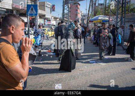 Scène de rue dans la vieille ville, la ville de Gaza, bande de Gaza, Territoires Palestiniens Banque D'Images
