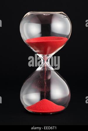 Sable rouge avec Hourglass fonctionnant par les bulbes Banque D'Images