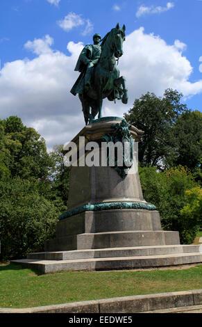 Le monument équestre du duc Jean II. Il a été inauguré le 10 mai 1899, à l'extrémité ouest de l'Hofgarten au-dessus Banque D'Images