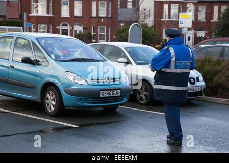 Southport, Merseyside, 16 janvier 2015,. 12h15 Parking gratuit _Blitz 12 Central Parc de vente au détail. Le gouvernement Banque D'Images