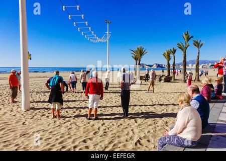 Benidorm, Costa Blanca, Espagne, l'Europe. samedi 17 janvier 2015. Le beau temps est appelée à changer ce week-end Banque D'Images
