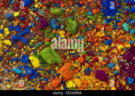 Les pigments colorés, miettes de craie pastel Banque D'Images