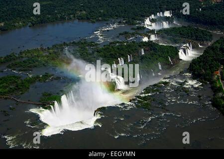 Vue aérienne de chutes d'Iguaçu et les diables de la gorge du parc national iguaçu paraná Brésil Banque D'Images