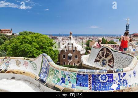 Vue depuis le Parc Guell terrace sur la ville de Barcelone, Catalogne, Espagne. Banque D'Images