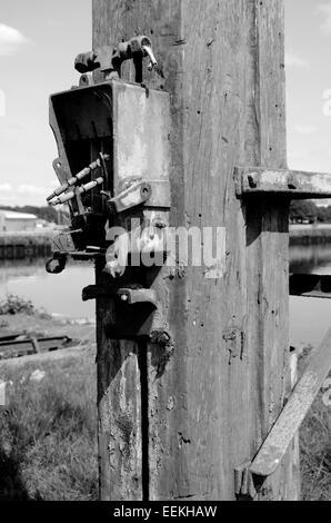 Boîte électrique sur un post sur le quai au Docks Govan à Glasgow, Ecosse Banque D'Images
