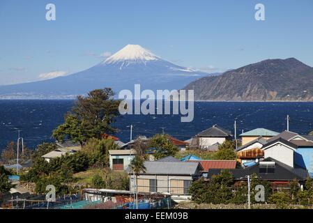 Village près de Toi Onsen et Mt. Fuji Banque D'Images