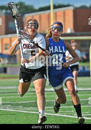 High school girl de crosse en action CT USA Banque D'Images