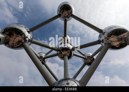 L'Atomium est un bâtiment à Bruxelles a l'origine construit pour Expo 58, conçu par André Waterkeyn, André et Jean Polak