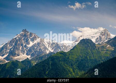 Aiguille du Midi et le Mont Blanc dans la vallée de Chamonix, Haute-Savoie, Rhône-Alpes, France, Europe - de le Banque D'Images