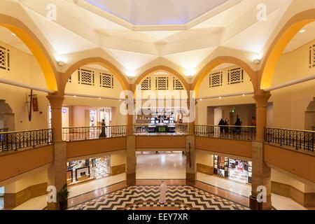 Intérieur de l'Al Kout Mall à Kuwait, Koweït. Banque D'Images