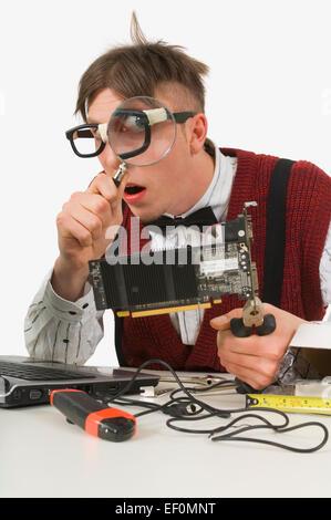 Technicien informatique ordinateur fixation Banque D'Images