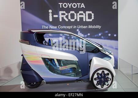 Detroit, Michigan - Le Toyota i-ROAD, une deux places, trois-roues electric concept car exposé au Salon de Detroit. Banque D'Images