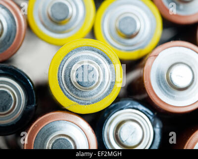 Un gros plan d'utilisé un double (AA) batteries pour le recyclage. Banque D'Images