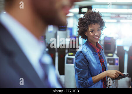 Woman smiling in an office Banque D'Images