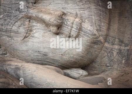 Bouddha géant PÉCHÉ NIRVANA; GAL VIHARA TEMPLE ROCK Banque D'Images