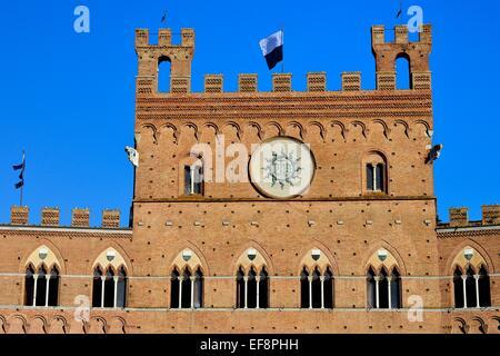Façade du Palazzo Pubblico, Hôtel de Ville, la Piazza del Campo, Sienne, Province de Sienne, Toscane, Italie