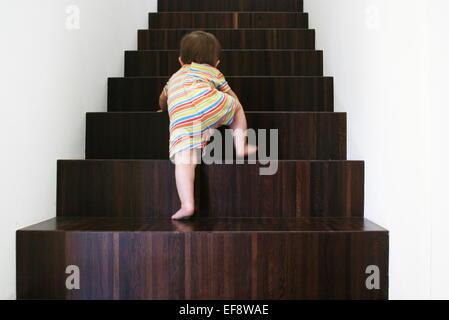 Escalier Bois escalade bébé Banque D'Images
