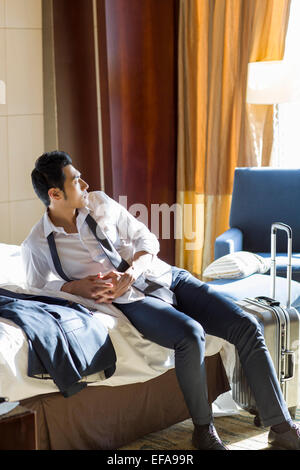 Young businessman resting in hotel room Banque D'Images