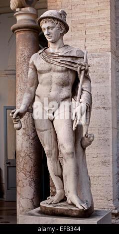Hermes Hermès Ingenui porte ses attributs ordinaires: kerykeion (ou du personnel de l'Herald), kithara, petasus Banque D'Images