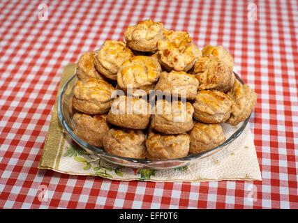 Des scones. Du gâteau au fromage traditionnel hongrois pogacsa Banque D'Images