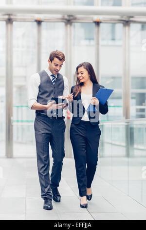 Rencontre des gens d'affaires et le partage d'idées Banque D'Images