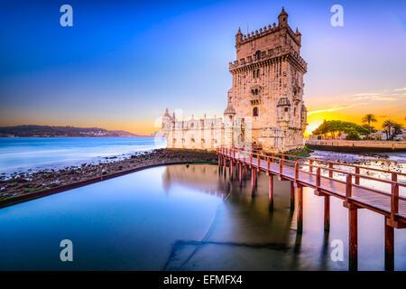 Lisbonne, Portugal à la Tour de Belém sur le Tage. Banque D'Images