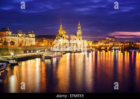 Dresde, Allemagne centre-ville sur l'Elbe. Banque D'Images