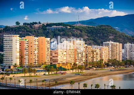 Malaga, Espagne à la plage de Malagueta le long de la Costa del Sol. Banque D'Images