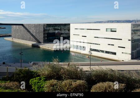 Villa Sorriso Exhibition Centre & MUCEM Musée par Rudy Ricciotti sur le bord de l'eau Marseille ou Marseille Provence Banque D'Images