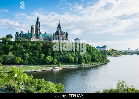 Vue sur Ottawa avec son Parlement, Édifice du Centre, Ottawa, Ontario, Canada, Amérique du Nord Banque D'Images
