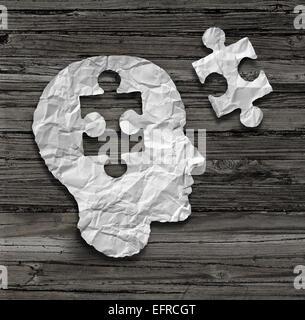 Cerveau tête Puzzle concept comme un visage humain profil réalisés à partir de papier blanc froissé avec un jigsaw Banque D'Images