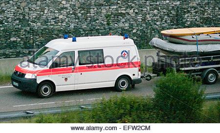 BSR Ambulance Wasserwacht tirant bateau gonflable Allemagne é-∞ République fédérale d'Allemagne Europe Deutschland Banque D'Images