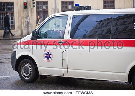 Personne ne les Véhicules Automobiles Voitures Windows Accélération Ambulance Bratislava Slovaquie SK Svk Europe Banque D'Images